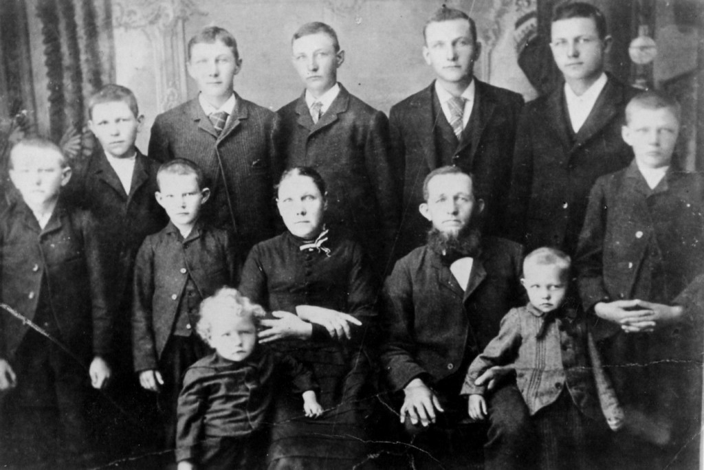 The Ralph and Jane (Walvoord) Hoopman Family c.1891