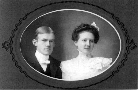Wedding photo of Jack & Elise Blekkink c. 1902