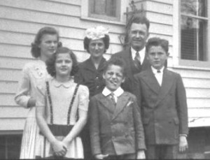 The Randall & Elizabeth Walvoord Family c. 1943. Front Row (left to right) Joann, Johnny, David. Back Row, Mary, Elizabeth, and Randall.